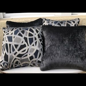 4 Pillows New Without Tag